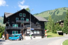 Hotel/pension from 1900 with 16 bedrooms in the center of Morgins.